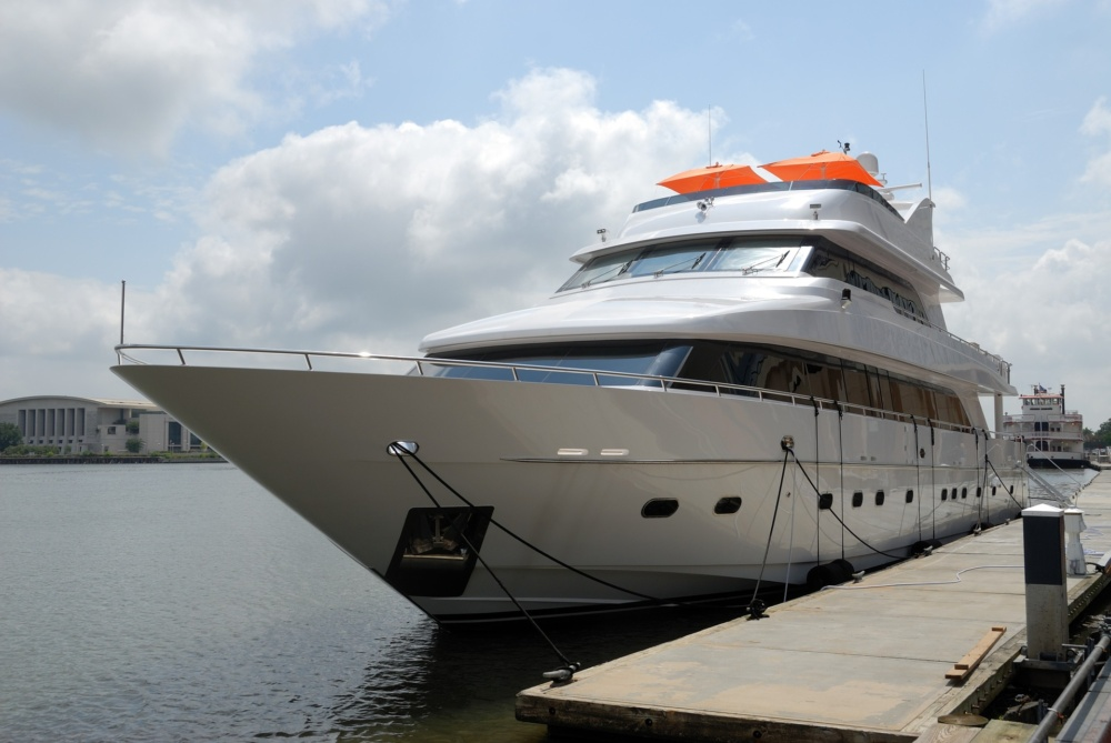 Benefits of Selling a Boat Through a Broker